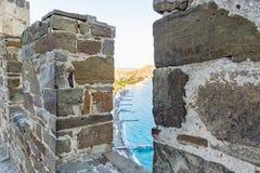 Genoese fästning i staden av Sudak arkivbild