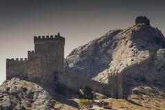 Genoese Festung in Krim auf einem Felsen auf dem Ufer des Schwarzen Meers Lizenzfreies Stockbild