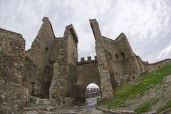 genoese sudak för crimea fästning Ingången till fästningen, tävlar arkivfoton