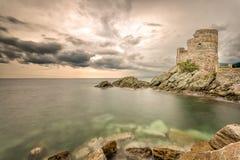 Genoese torn på Erbalunga på Cap Corse i Korsika Royaltyfri Foto