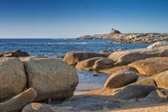 Genoese Turm bei Punta Caldanu in Korsika Stockbild