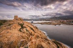 Genoese Turm am La Pietra in Ile Rousse in Korsika Stockfotos