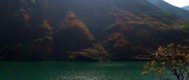 Genomen op de manier van Lijiang Yunnan aan Panzhihua Sichuan China royalty-vrije stock fotografie