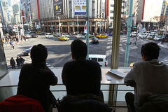 genomskärning 4-chome i det Ginza området, Tokyo Royaltyfria Bilder