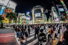 Genomskärning utanför den Shibuya stationen i Tokyo Royaltyfri Fotografi
