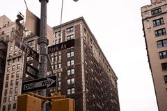 Genomskärningen på parkerar ave och den 78th gatan i NYC Royaltyfria Foton