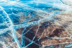 Genomskinlig djupblå is royaltyfri bild
