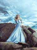 genomskinlig klänningflicka arkivbild
