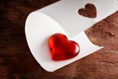 Genomskinlig röd hjärta som är symbolisk av förälskelse och romans Fotografering för Bildbyråer