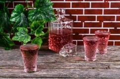 Genomskinlig rosa färgdrink Arkivfoton