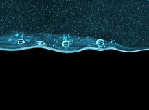 Genomskinlig turkos stelnar tjockt med bubblor på svart bakgrund Royaltyfria Bilder
