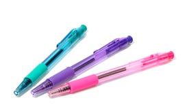 genomskinliga mångfärgade pennor Arkivbild