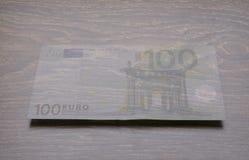 genomskinliga pengar euro 100 Arkivbilder