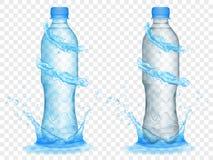 Genomskinliga plast-flaskor med vatten krönar och plaskar Arkivbild