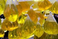 Genomskinliga plastpåsar inställda med vatten Royaltyfri Foto