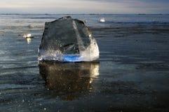 Genomskinliga stycken av is Fotografering för Bildbyråer