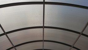 Genomskinligt arkitektoniskt markistak med strukturen för stålram Royaltyfria Foton