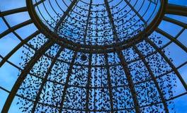Genomskinligt koniskt tak arkivfoto