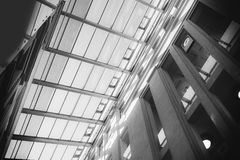 Genomskinligt tak av en modern byggnad Royaltyfria Bilder