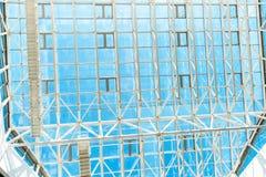 Genomskinligt tak, blå himmel över Royaltyfri Fotografi