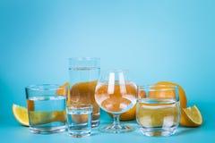 Genomskinligt vatten i olika exponeringsglas Fotografering för Bildbyråer