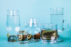 Genomskinligt vatten i olika exponeringsglas Royaltyfri Fotografi