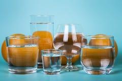 Genomskinligt vatten i olika exponeringsglas Royaltyfria Bilder
