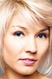 genomträngande kvinna för attraktivt ögonbryn Royaltyfria Foton