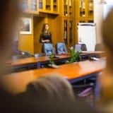 Genossenschaftliche Geschäftsfrau auf Vorstellungsgespräch Stockbild