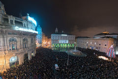 GENOVA, l'ITALIA - DICEMBRE, 19 del 2015 - buon anno e fuochi d'artificio allegri di natale Fotografie Stock Libere da Diritti