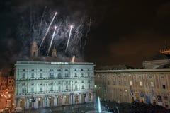 GENOVA, l'ITALIA - DICEMBRE, 19 del 2015 - buon anno e fuochi d'artificio allegri di natale Immagine Stock