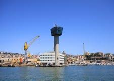 Genova, torre di controllo del porto e vista generale Fotografia Stock Libera da Diritti