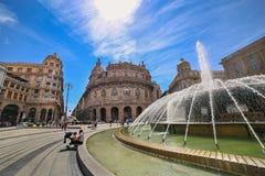 GENOVA GENOVA - vista del quadrato di De Ferrari con la fontana centrale immagine stock libera da diritti
