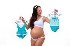 Genre se demandant de femme enceinte de bébé : fille, garçon ou jumeaux Photographie stock libre de droits