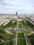 Genre vers Paris de d'Eiffel d'excursion. La France image libre de droits