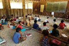 Gens/école mélanésiens en Papouasie-Nouvelle Guinée Images stock