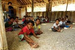 Gens/école mélanésiens en Papouasie-Nouvelle Guinée Image libre de droits
