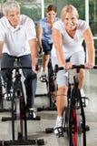 Gens aînés faisant la forme physique de réadaptation Image stock