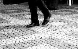 Gens abstraits marchant dans la ville Image stock