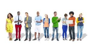 Gens d'affaires à l'aide des dispositifs de Digital photo libre de droits