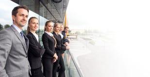 Gens d'affaires d'équipe au balcon Photo stock