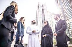 Gens d'affaires arabes et occidentaux Images stock