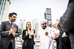 Gens d'affaires arabes et occidentaux Photo stock