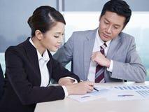 Gens d'affaires asiatiques Image stock
