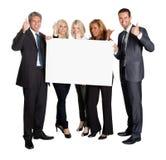 Gens d'affaires avec des pouces vers le haut de panneau de blanc de fixation Images libres de droits