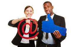 Gens d'affaires avec des symboles d'Internet Photos libres de droits