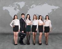 Gens d'affaires d'équipe avec la carte du monde Photographie stock
