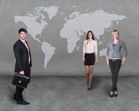 Gens d'affaires d'équipe avec la carte du monde Photos libres de droits