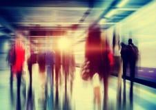 Gens d'affaires d'heure de pointe de concept de permutation de marche de ville images stock