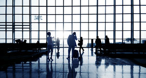 Gens d'affaires dans l'aéroport Image libre de droits